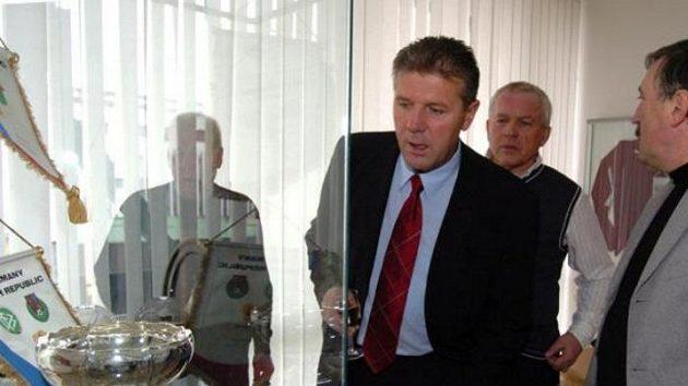Jozef Chovanec, Ivo Viktor a Antonín Panenka (zleva) při otevírání fotbalové síně slávy v Praze na Strahově.