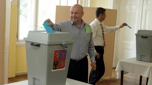 Jaroslav Starka (vlevo) a Petr Doležal na volební valné hromadě ČMFS