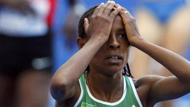 Etiopská vytrvalkyně Meseret Defarová v cíli rozběhu na 5 kilometrů.