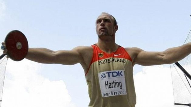 Německý diskař Robert Harting při kvalifikaci na MS v Berlíně.