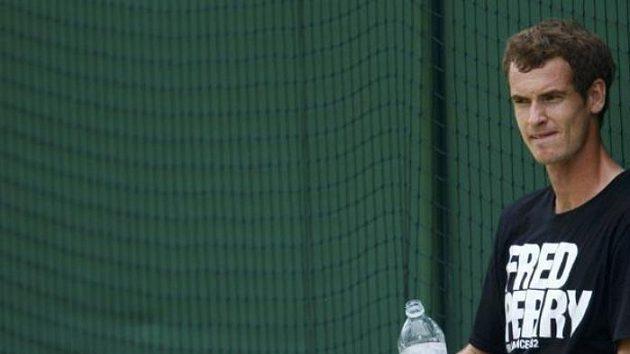 Andy Murray odpočívá během tréninku