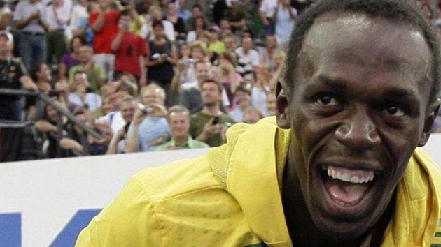 Vysmátý Usain Bolt při setkání s fanoušky na MS v Berlíně.
