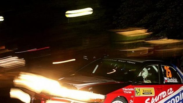 Sláva Ducháček s vozem Mitsubishi Lancer EVO IX na trati Rallye Hustopeče.