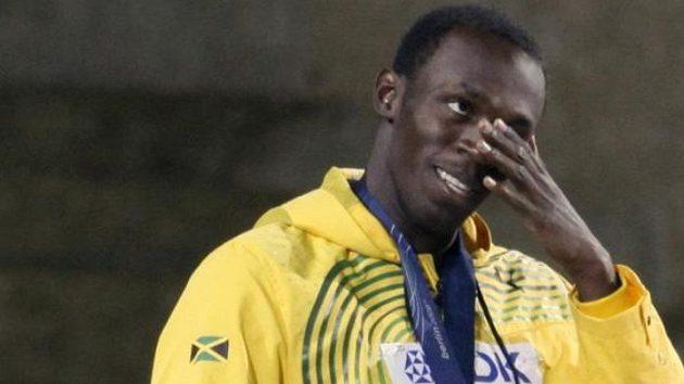 Dojatý Usain Bolt poté, co mu diváci na Olympijském stadiónu zazpívali k narozeninám.
