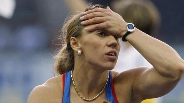 Oštěpařka Maria Abakumovová během finále mistrovství světa v Berlíně