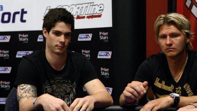 Alexander Salák (vlevo) a Martin Erat při charitativním pokerovém turnaji.