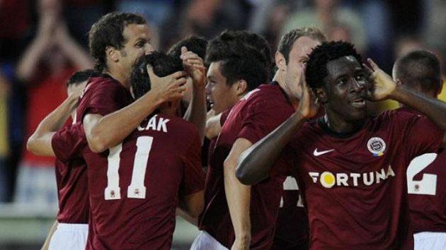 Bony Wilfried ze Sparty se raduje z gólu proti NK Maribor.