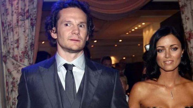 Hokejista Patrik Eliáš s manželku při slavnostním galavečeru Zlatá hokejka pro nejlepšího hráče České republiky v sezóně 2008/09