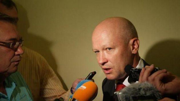 Nový předseda ČMFS Ivan Hašek hovoří s novináři.