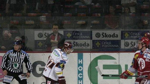 Hokejista Třince Mario Cartelli během utkání na Spartě