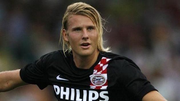 Ola Toivonen z Eindhovenu oslavuje gól proti Varně