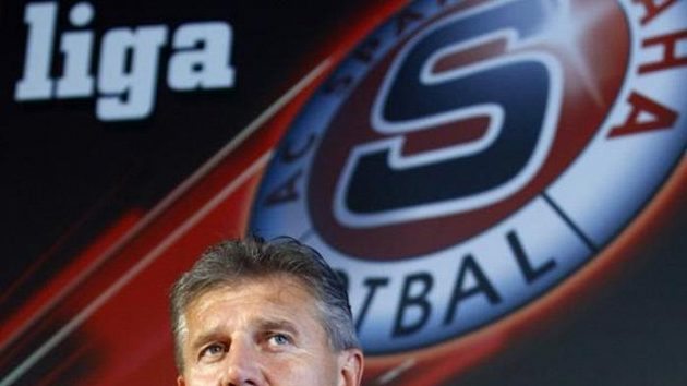 Trenér Sparty Jozef Chovanec na tiskové konferenci před odvetným duelem play-off Evropské ligy s Mariborem.