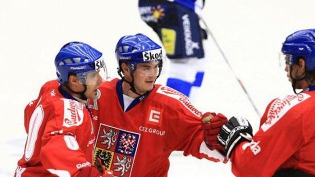 Čeští hokejisté (zleva) Tomáš Rolinek, Jiří Hudler a Jakub Čutta oslavují vstřelený gól v utkání s Finskem na Českých hrách.