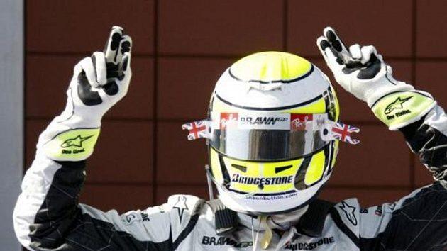 Jenson Button z týmu Brawn GP oslavuje triumf ve Velké ceně Turecka.