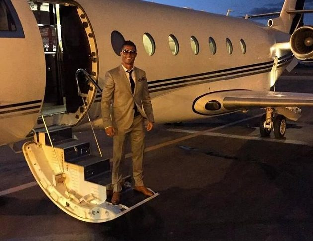Cristiano Ronaldo v kokpitu svého letounu