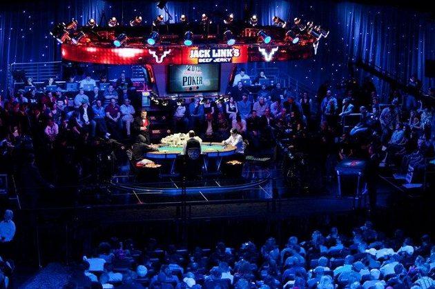 Na dění u finálového stolu se chodí fanoušci dívat jako do divadla