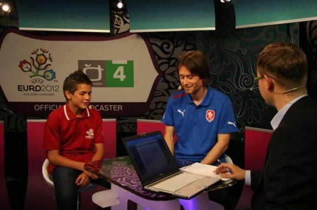 Patrik Žitný v televizním studiu jako partner Tomáše Rosického.