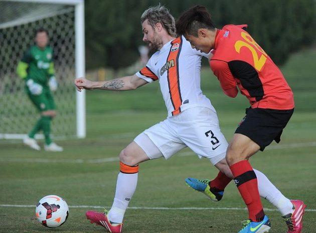 Proti Korejcům si znovu zahrál český záložník Tomáš Hübschman (vlevo).