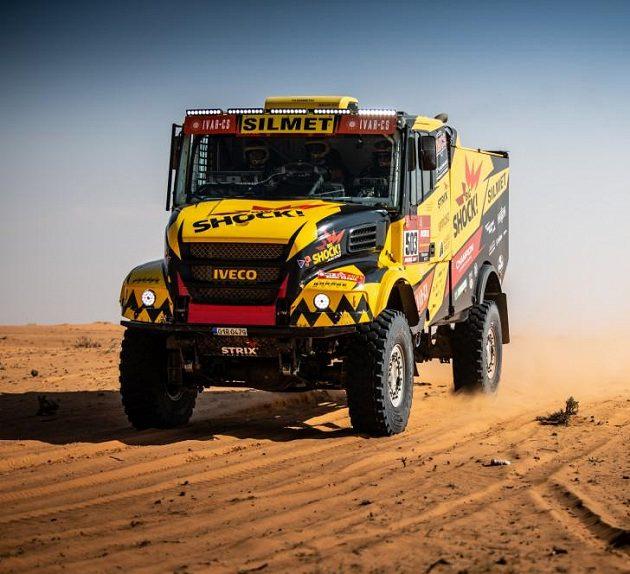 Macíkův kamion na trati Dakaru...