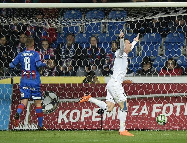 Petr Mareš z Mladé Boleslavi se raduje z gólu v Plzni.