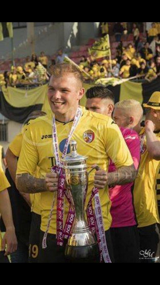 Luboš Adamec slaví titul s Qormi FC v druhé maltské lize - archivní snímek ze sezóny 2017/2018.
