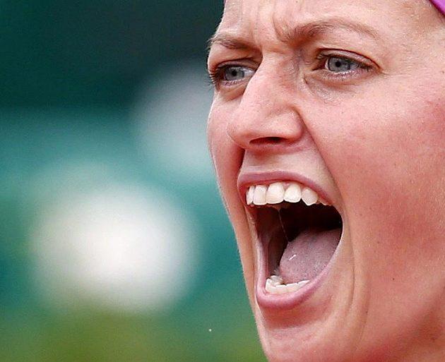 Petra Kvitová při utkání druhého kola French Open proti Španělce Silvii Solerové Espinosové.