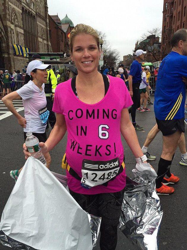 Amy Keil po doběhnutí bostonského maratónu.