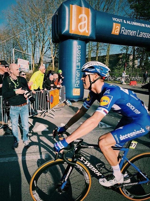 Cyklista Zdeněk Štybar vyhrál závod WorldTour Grand Prix E3 v Harelbeke a slaví už druhý letošní triumf v jarních klasikách po Omloop Het Nieuwsblad.