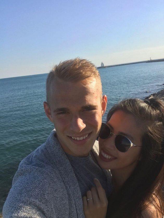 Stoper Montpellier Lukáš Pokorný s manželkou.