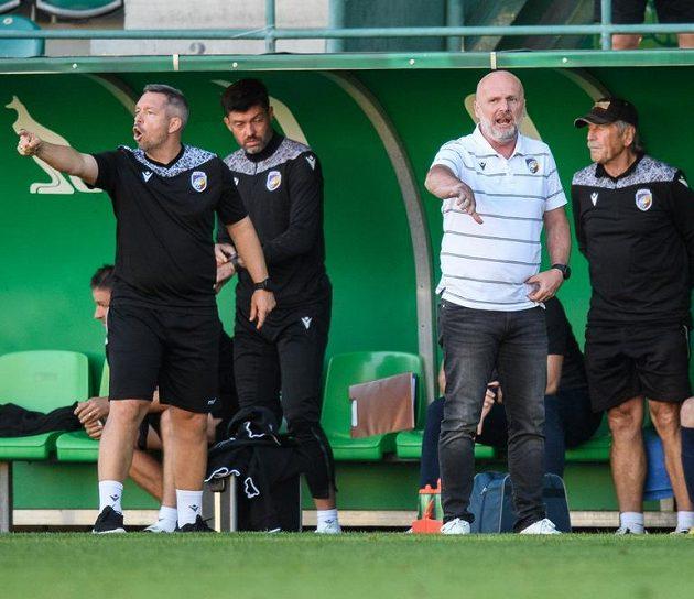Trenéři Viktorie Plzeň Pavel Horváth a Michal Bílek během utkání s Pardubicemi.