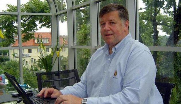 Majitel Pragosportu ing. Jaroslav Vacek, jemuž patří televizní práva na anglickou Premier League pro Českou republiku i Slovensko.