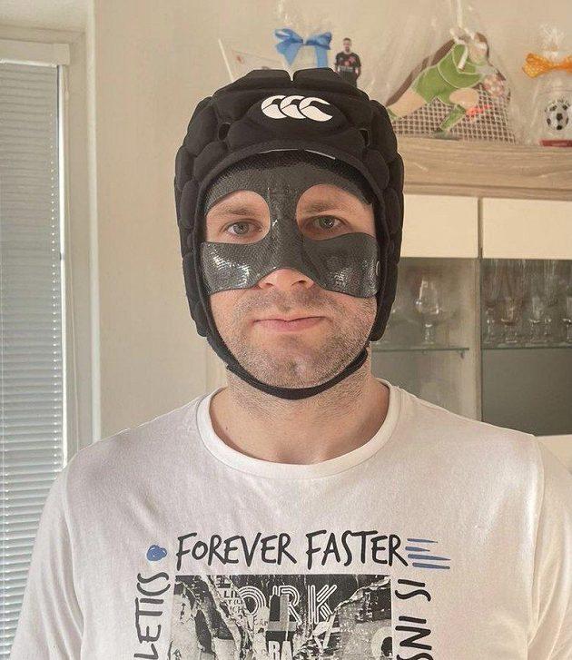 Ondřej Kolář a jeho maska. Jak se vám líbí...?
