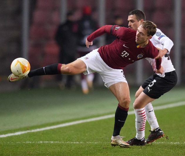 Lukáš Juliš ze Sparty Praha a Rade Krunič z AC Milán.