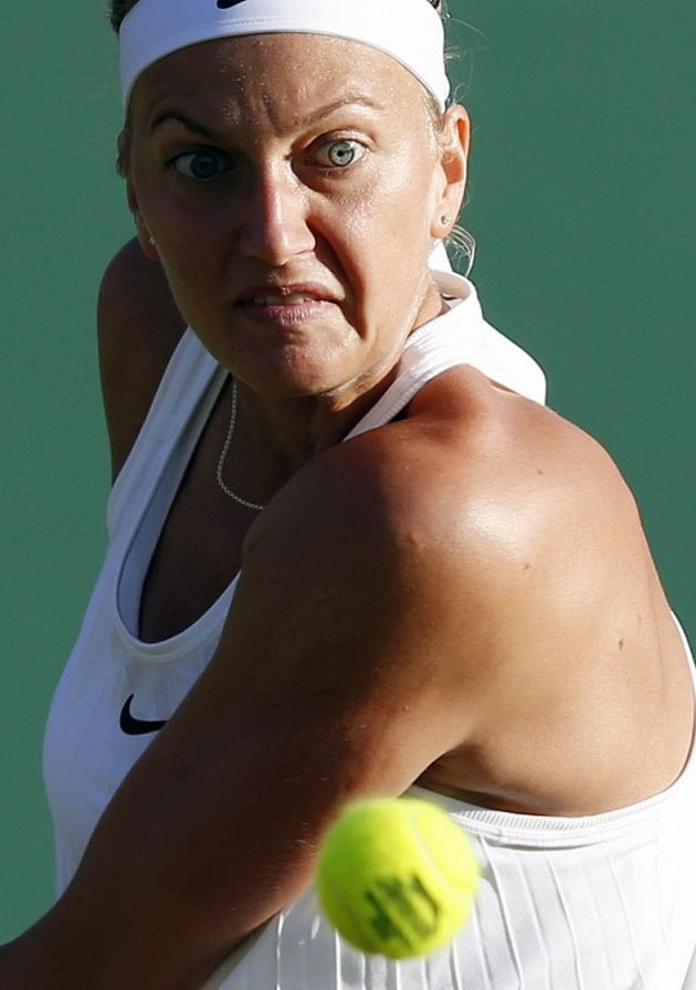 Česká tenistka Petra Kvitová během utkání s Ruskou Jekatěrinou Makarovovou.