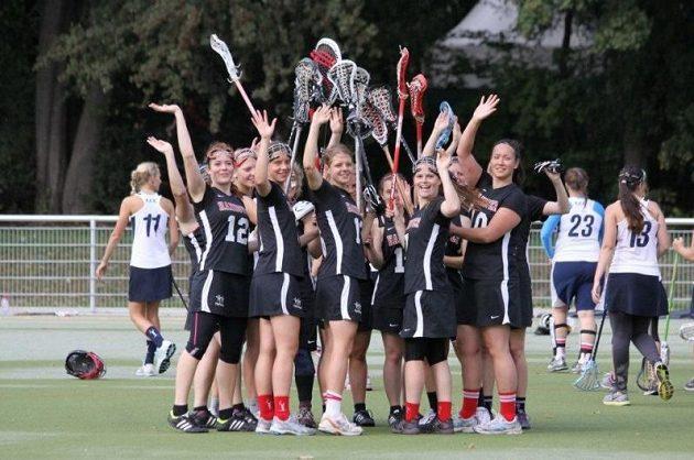 Česko-německý pohár v ženském lakrosu 2012. Tým Hannoveru se raduje z vítězství.