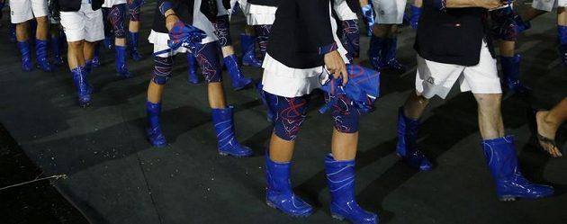Holínky na nohách českých olympioniků při slavnostním zahájení her v Londýně.