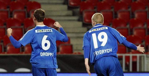 Lukáš Droppa se raduje se svým spoluhráčem Frydrychem z gólu do sítě Bohemians 1905.