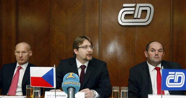 Zleva Petr Žalouda (generální ředitel ČD), Pavel Dobeš (ministr dopravy) a Miroslav Pelta (šéf FAČR).