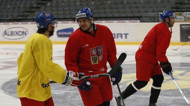 Petr Hubáček (uprostřed) na tréninku hokejové reprezentace
