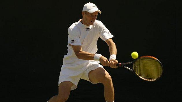 Ruský tenista Nikolaj Davyděnko během prvního kola Wimbledonu