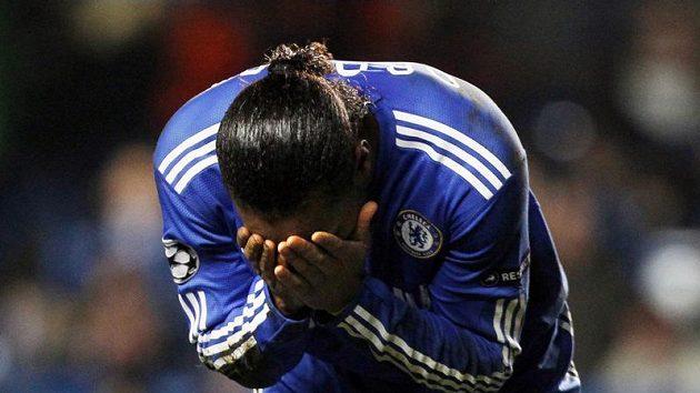 Po vyloučení dával Didier Drogba najevo obrovské zklamání