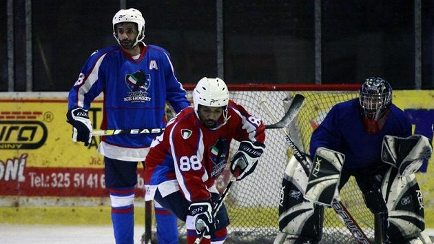 Hokejisté kuvajtské reprezentace se připravují v Nymburce.