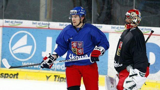 Petr Průcha a brankář Alexandr Salák při tréninku české hokejové reprezentace.