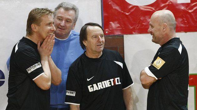 Přemysl Bičovský (uprostřed) v barvách Nike se sparťanskými přeběhlíky Horstem Sieglem (vlevo) a Michalem Bílkem.