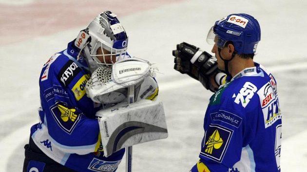 Zklamaní hokejisté Brna Jiří trvaj (vlevo) a Martin Richter