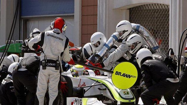 Pitstop Jensona Buttona z týmu Brawn GP při Velké ceně Turecka.