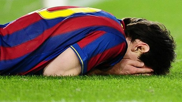 Lionel Messi z Barcelony lituje jedné z neproměněných šancí v utkání proti Kazani.