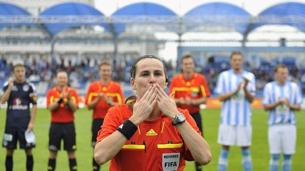 Sudí Dagmar Damková řídila v neděli svůj poslední zápas, poté co se stala členkou Komise rozhodčích Evropské fotbalové unie UEFA.