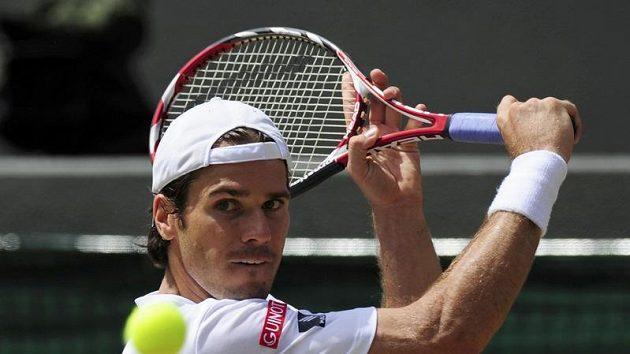 Německý tenista Tommy Haas během čtvrtfinálového duelu Wimbledonu proti Novaku Djokovičovi ze Srbska
