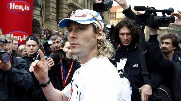 Pevel Nedvěd byl při Pražském půlmaratónu středem zájmu médií.